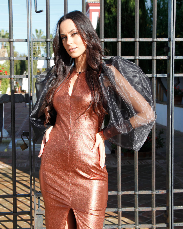 vestido-bronce-escote-tipo-lagrima