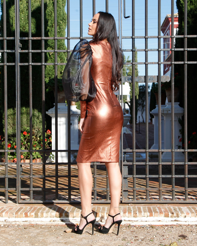 vestido-bronce-tipo-coctel-mangas-gasa-abullonadas