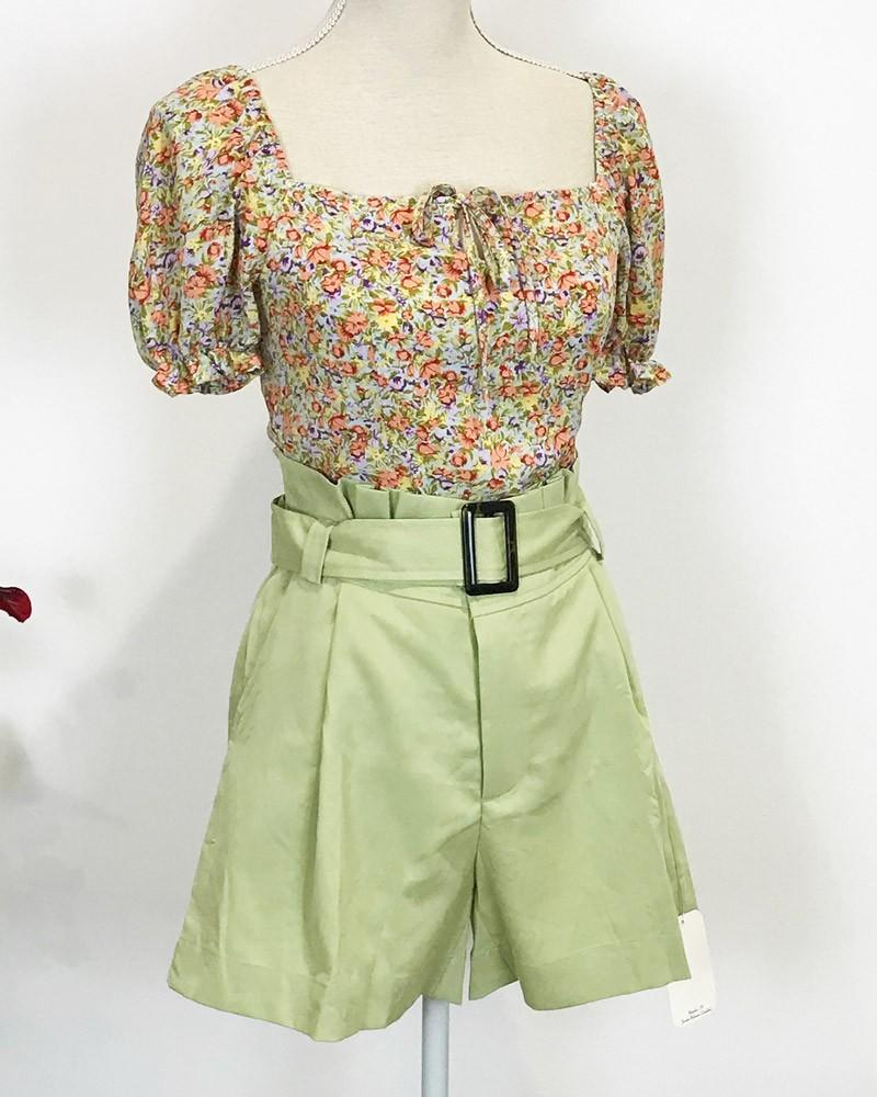 short-verde-y-blusa-florecillas